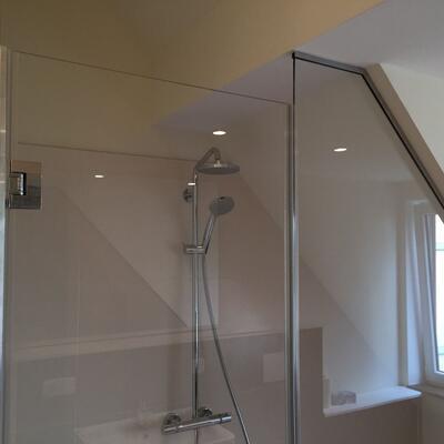 Duschen -Sonderanfertigung mit Schräge