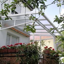 Terrassendach mit Dachüberstand seitlich und traufseitig