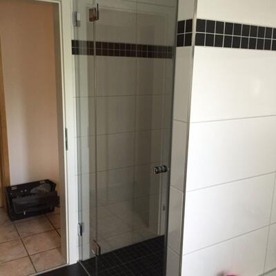 Dusche - Nischentür mit festem Seitenteil