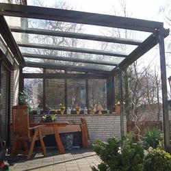 Terrassendach mit Unterglasmarkise und Senkrechtmarkise -Burgwedel