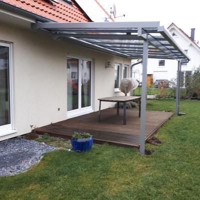 Überdachung mit Dachüberstand und Unterglasmarkise in Burgdorf