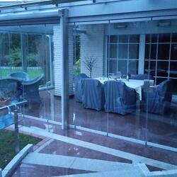 Glashaus mit Glasfaltwand und Edelstahlpfosten