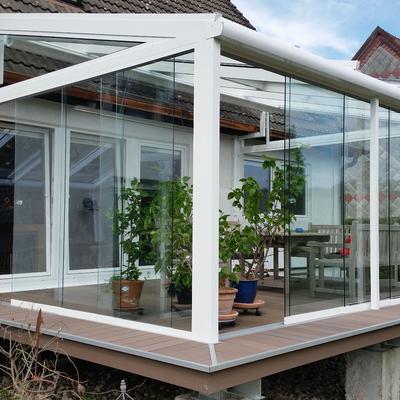 Glashaus auf einer Deckkonstruktion, selbsttragend ohne Befestigung am Haus
