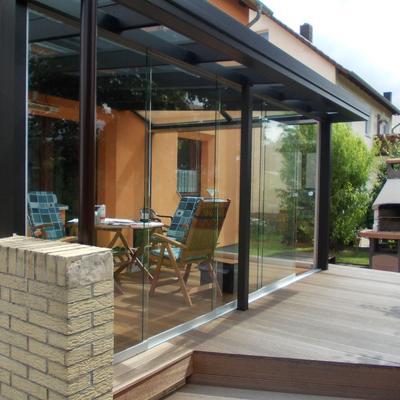 Glashaus mit Schiebewand